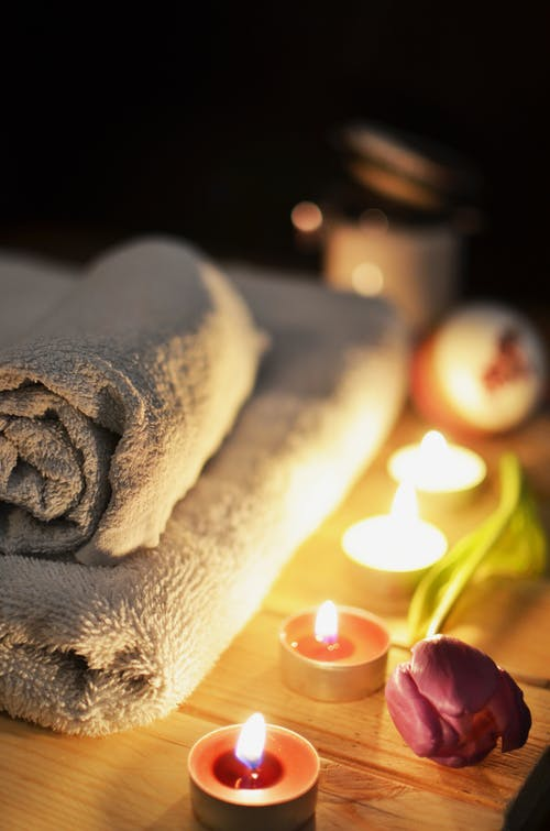 Ontspannende massage ondergaan